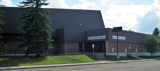 The Olds Curling Rink is located on 52nd Street, part of the Olds Sportsplex, where the Olds Grizzlys play Junior B hockey.